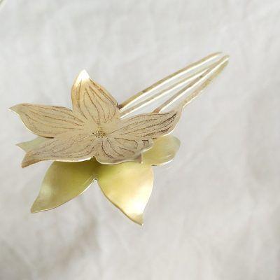 Adorno pelo-flor-dorada-joyeriacreativa-singularsisters1